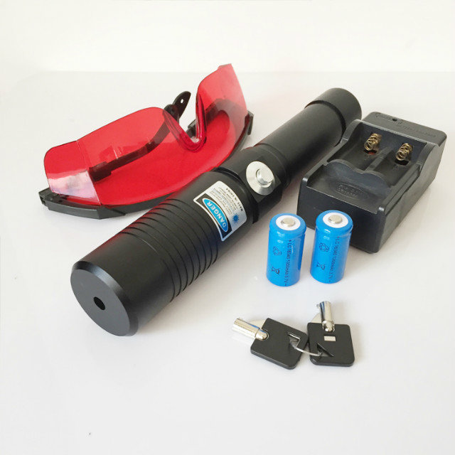 5000mw blue laser pointer burning cigarette